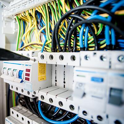electrician-exploatare-medie-si-joasa-tensiune